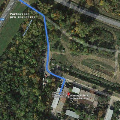 Parkoviště pro závodníky - vojenské muzeum Rokycany - race for juniors